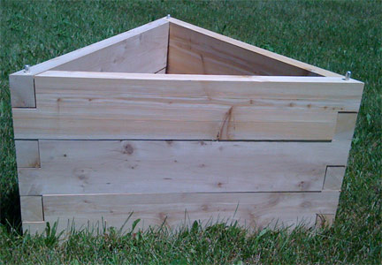 raised garden bed triangle